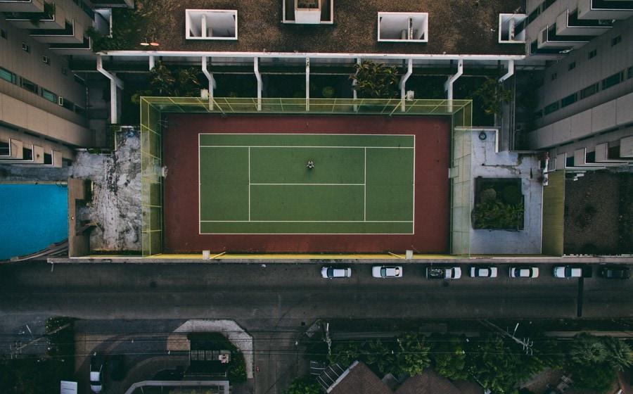 Tennisplatz in der Stadt