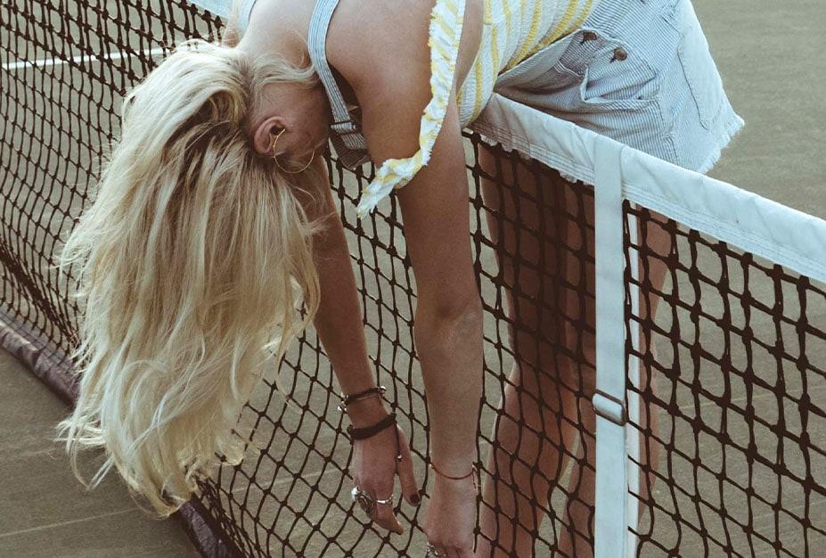 woman_tennis_blondhair_mobile