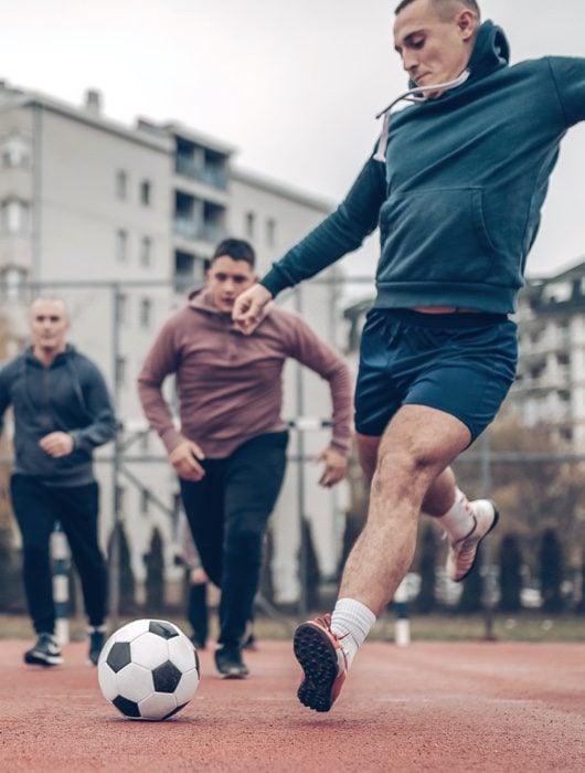 Fußball auf Bolzplatz