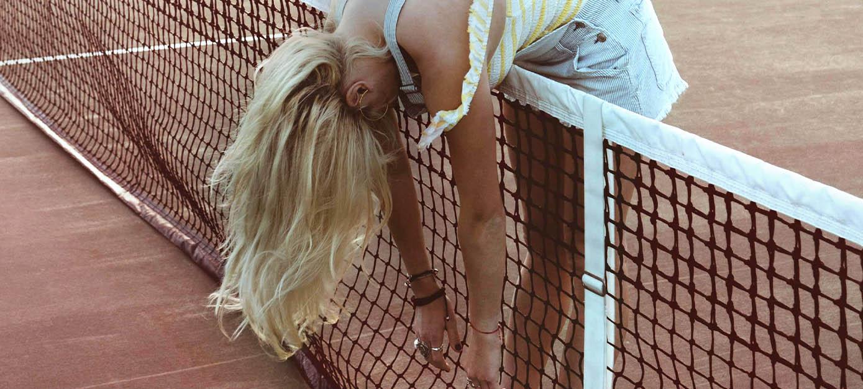 woman_tennis_blondhair_Color_tablet