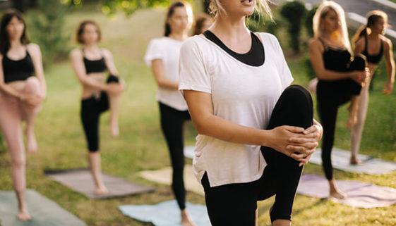 Yoga-in-Duesseldorf-Beitragsbild-min